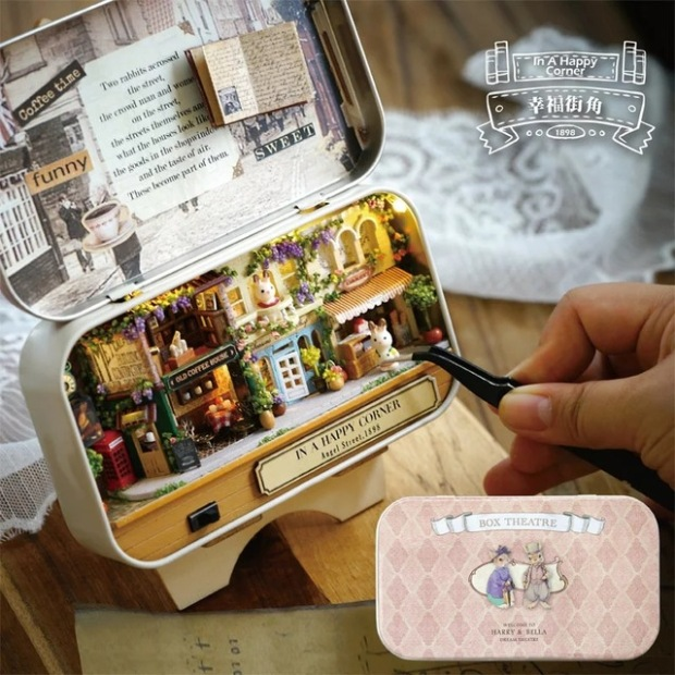 In-a-Happy-Corner-Box-theatre-Old-time-trilogy-DIY-Dollhouse-3D-Miniature-Lights-Dolls-Metal.jpg_640x640